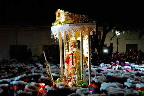 Campanas y fuegos artificiales despiden al patrón San Roque en Tarija