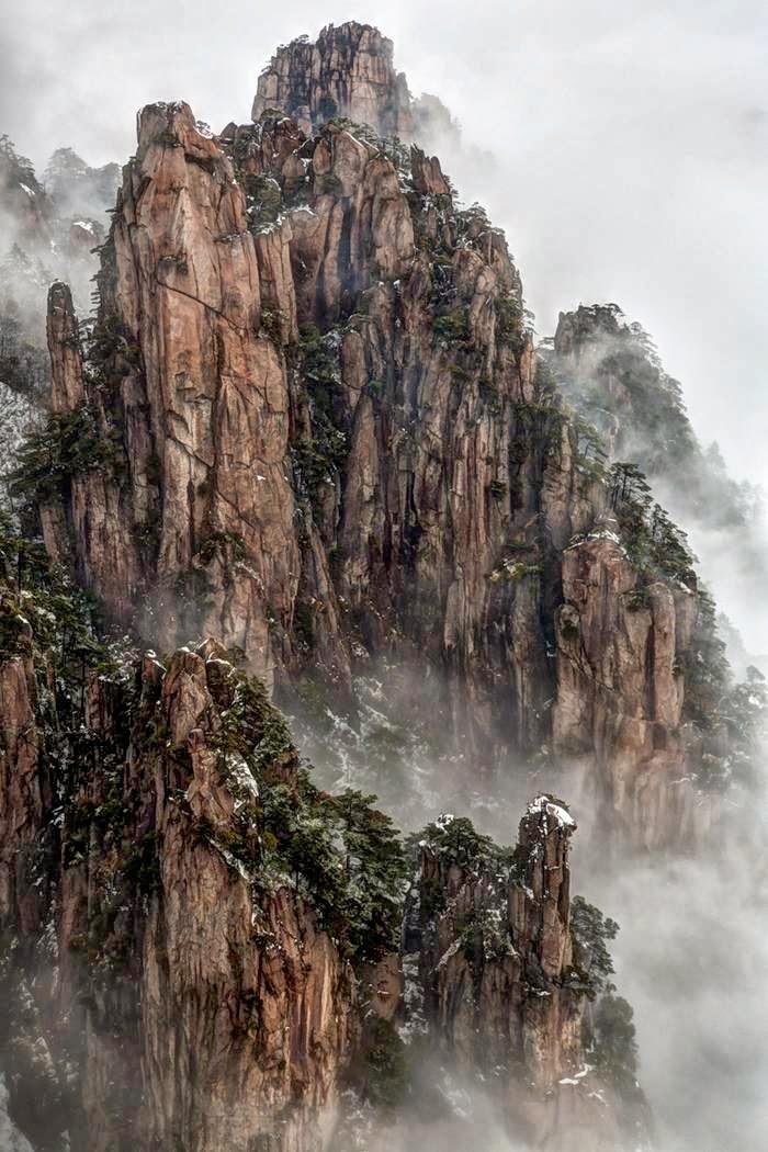 Photographer Chaluntorn Preeyasombat calls this photo Clearing Storm.