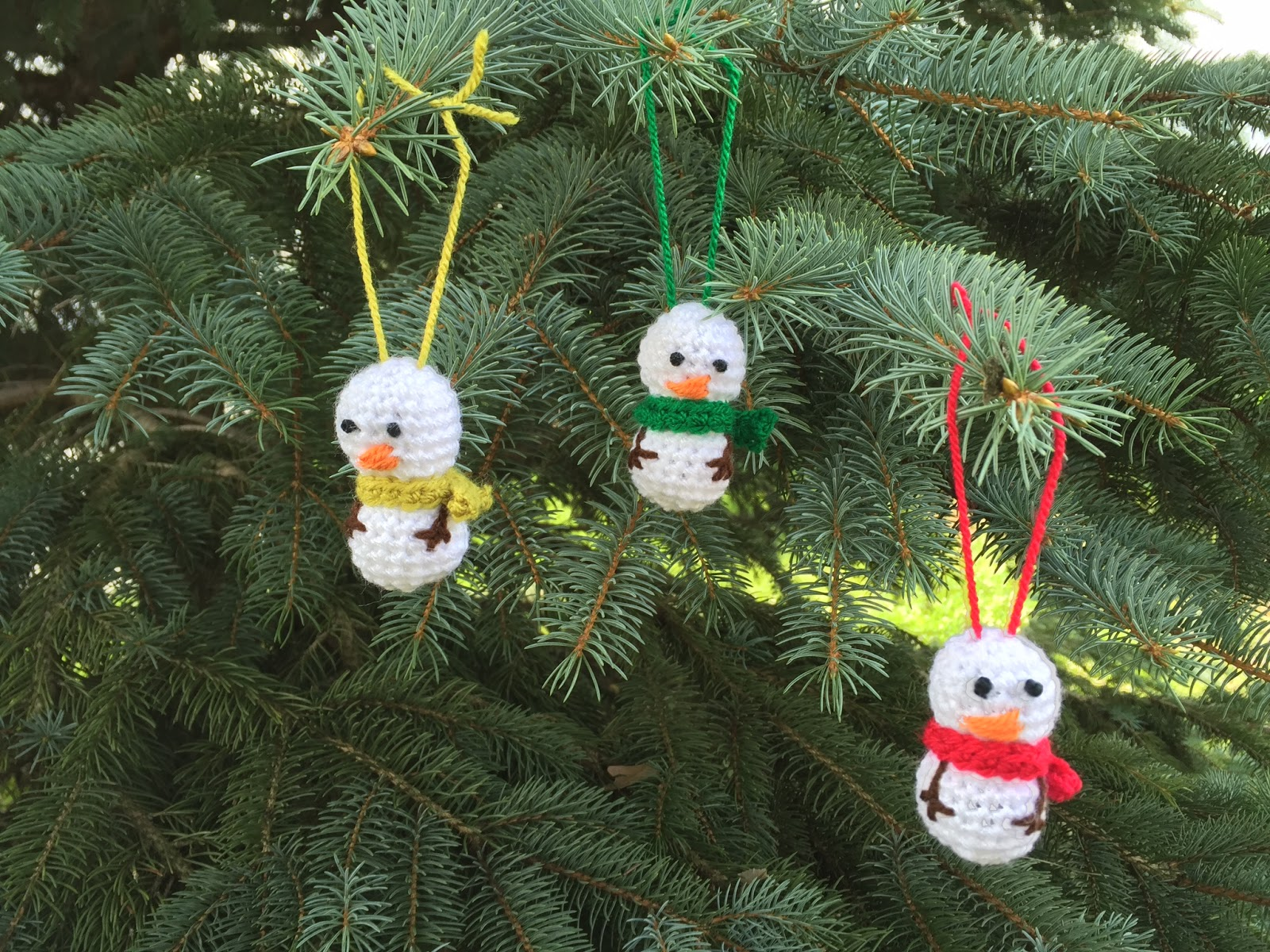 Skein and Hook: Free Crochet Pattern: Mini Snowman Ornament