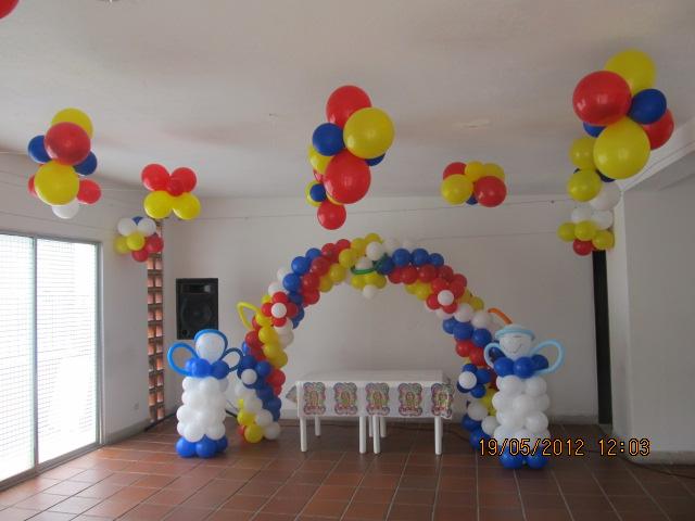 Decoracion primera comunion angeles y arco fiestas for Decoracion globos comunion