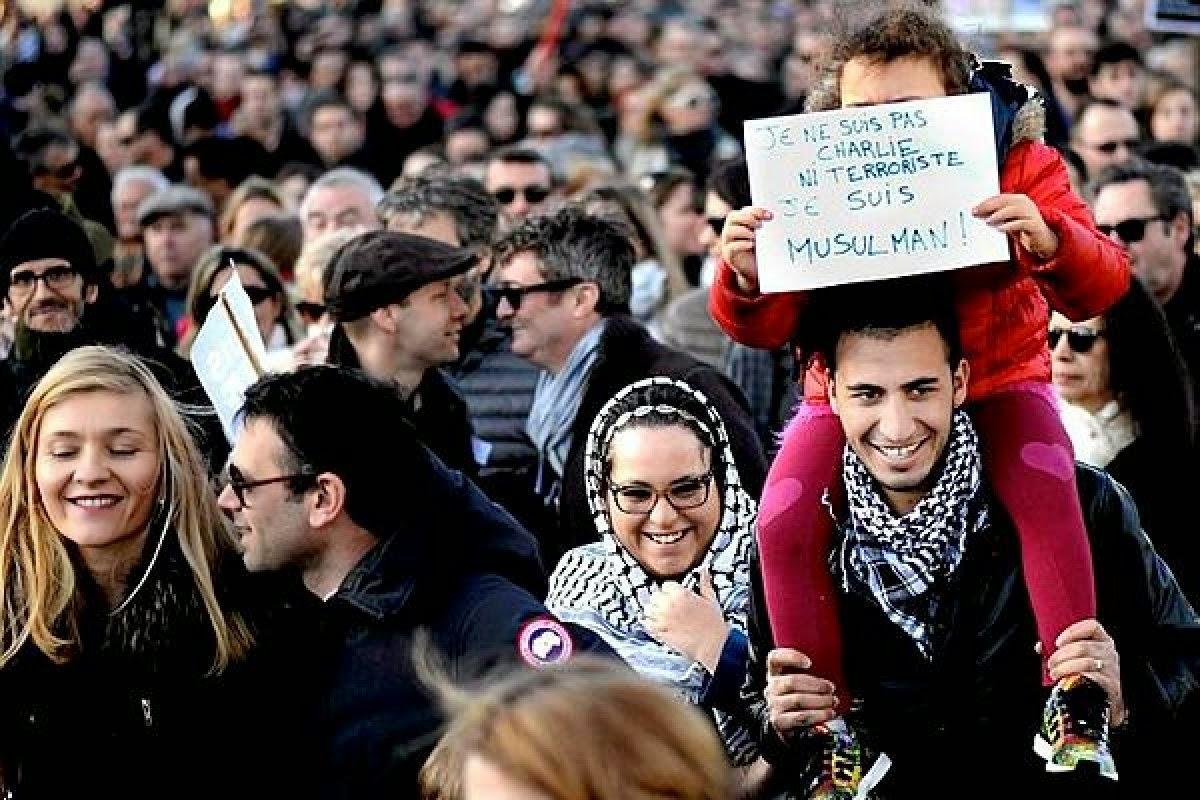 Muçulmanos defendem Charlie Hebdo - Um Asno