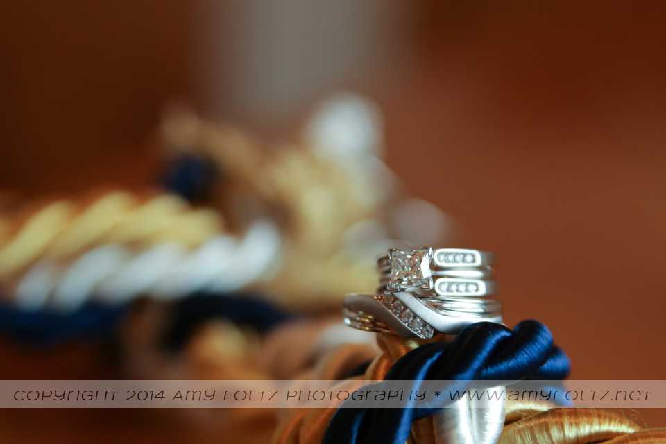 cord of three strands and rings