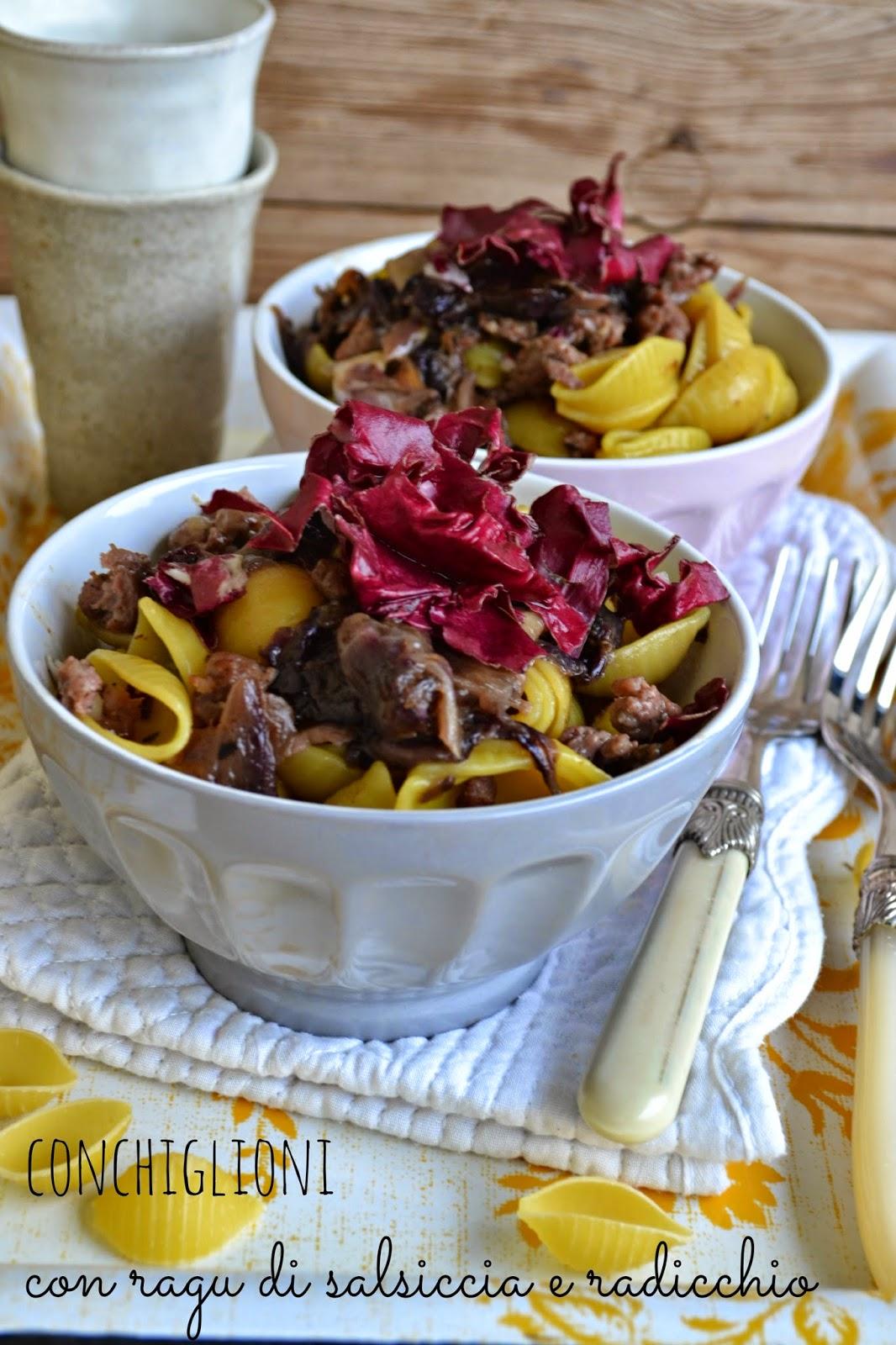 Ricetta conchiglie con ragù di salsiccia con radicchio
