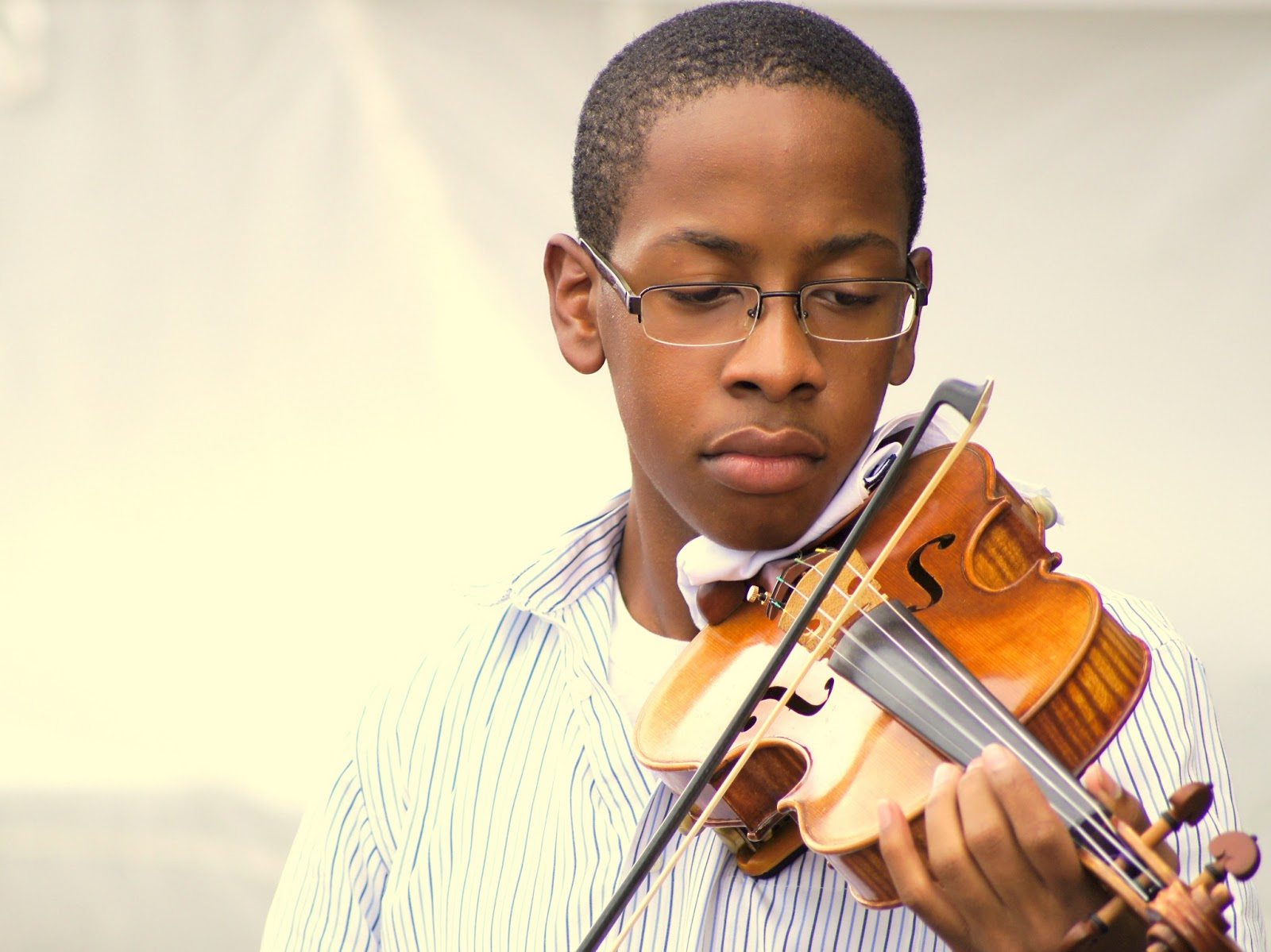 young street violinist in Savannah