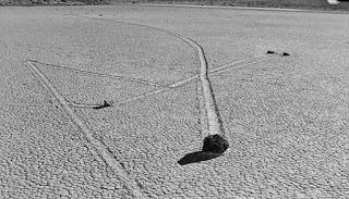 Terkuaknya Misteri Batu Berjalan Di Lembah Kematian