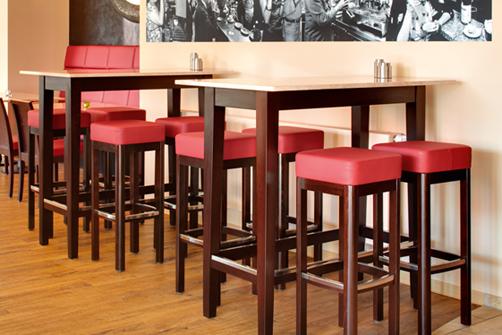 Allforfood tavolini da bar l elemento dell arredo che - Tavoli alti da bar con sgabelli ...
