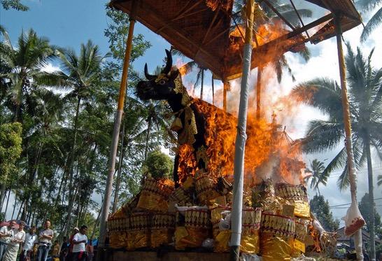 Upacara Bakar Mayat Agama Hindu di Bali Indonesia