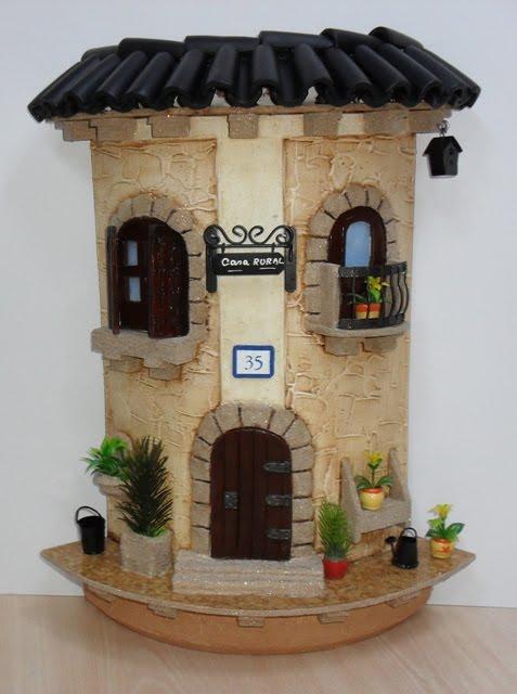Yknai manualidades tejas decoradas for Puertas de tejas decoradas
