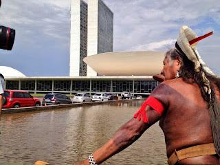 """""""A minha intenção é ajudar outros parentes para pensarmos juntos e falar com as autoridades em Brasília para não nos ameaçar e ameaçar a nossa terra"""" ( em vídeo de convocação no link https://www.youtube.com/watch?v=c84qbqJRVMQ"""