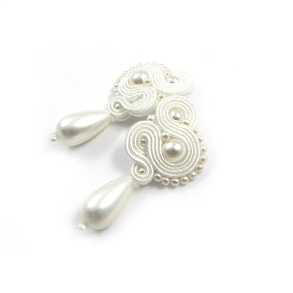 śnieżnobiałe kolczyki ślubne sutasz z perłami