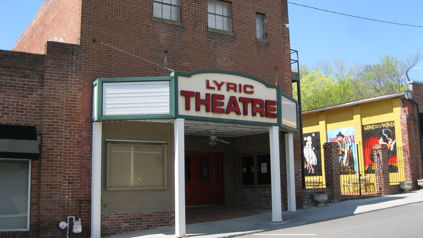 big daddy dave exploring loudon tennessee this is the 3rd iteration of the lyric theatre the first one was built in 1912 and it burned down in 1934 its replacement burned down in 1942 and the