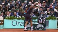 Djokovic lanza una raqueta en la final de Roland Garros 2012