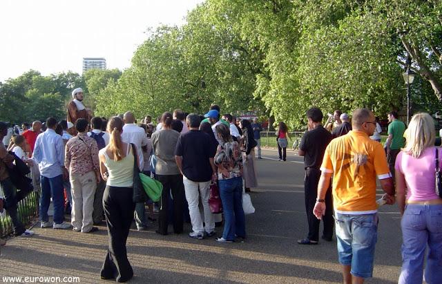Musulmán hablando en el speakers corner de Hyde Park