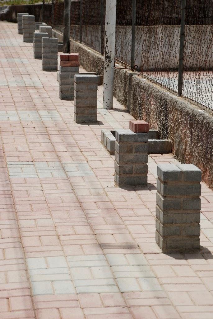 Prefeitura segue com reforma da Praça do Cruzeiro em Vieira. Espaço ganha quadra esportiva, bancos, jardineiras, iluminação e playground para as crianças