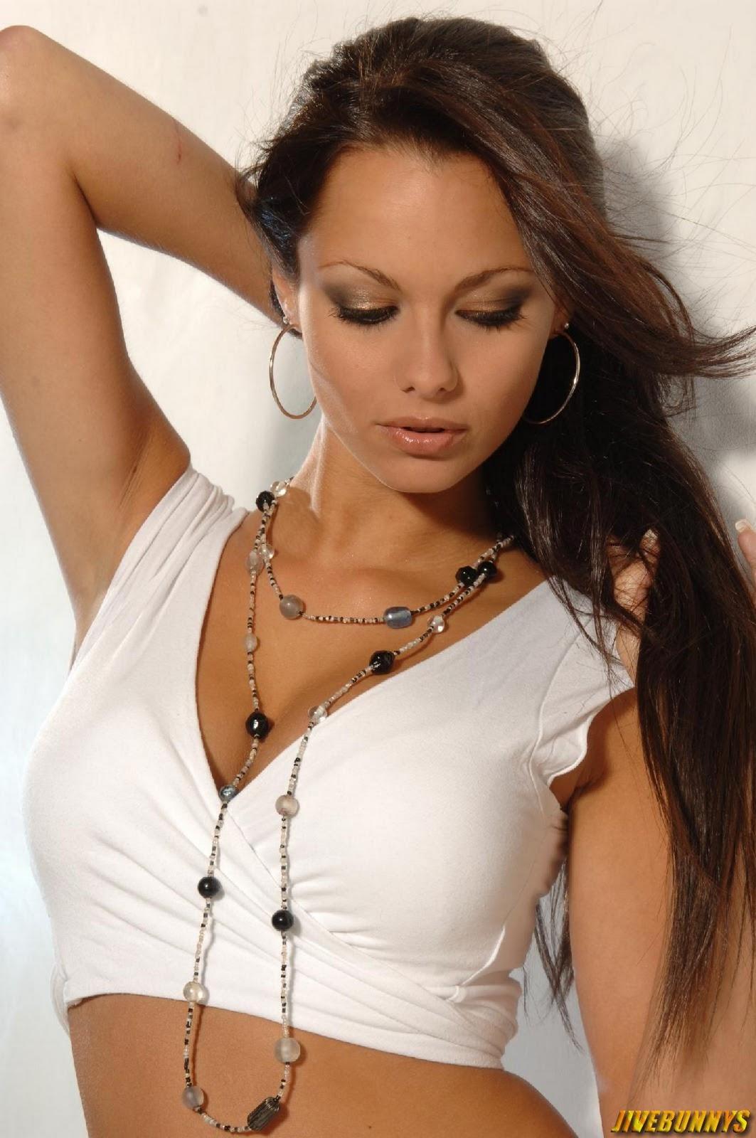 http://2.bp.blogspot.com/-VvVXaWqhzBs/Tw0nNp2UncI/AAAAAAAD_OY/Ka53psXZ2SI/s1600/jessica_jane_clement_400161.jpg