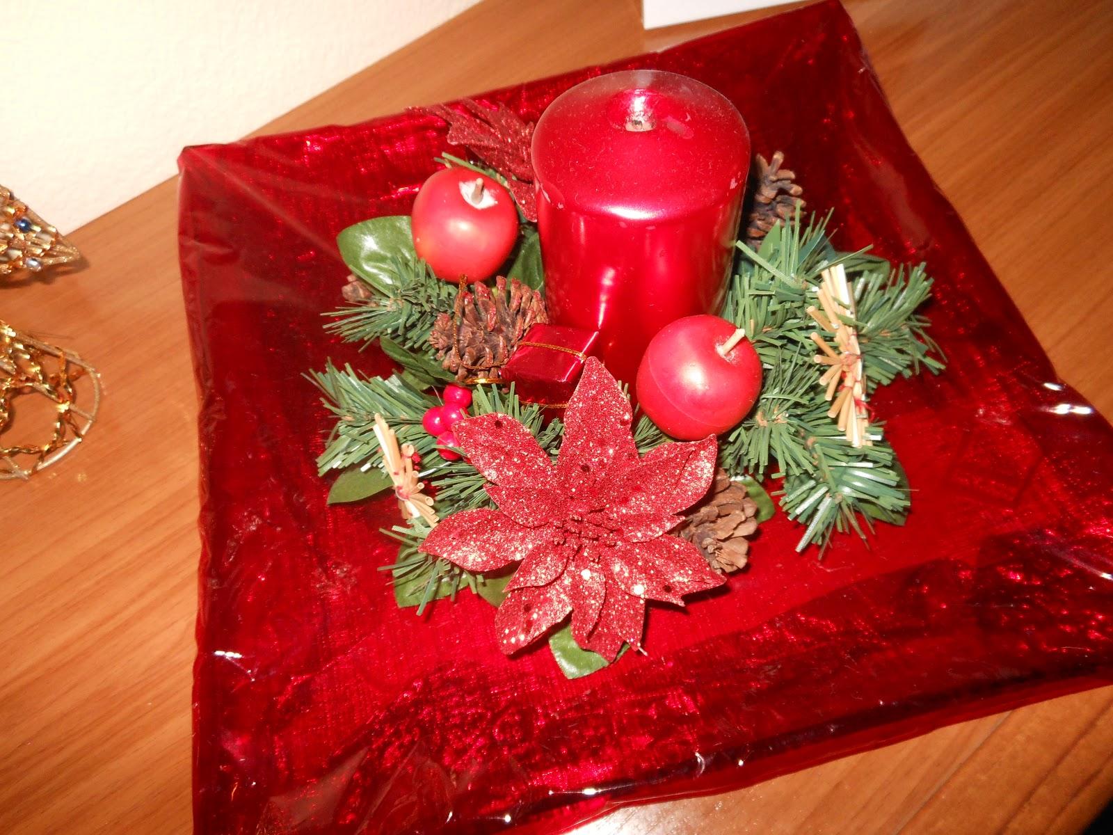 mesita con pecera : ... mesita con bandeja de mantecados para los invitados, pecera y l?mpara