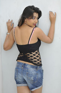 south hot actress Priyanka Tiwari bra showing back side pics