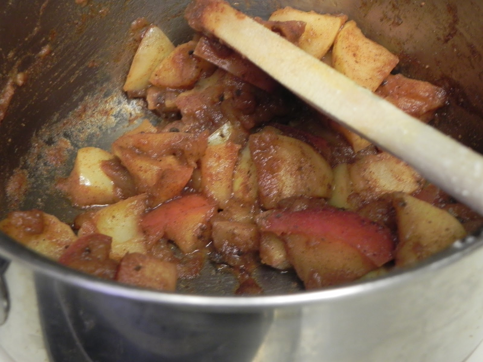 Apple cinnamon compote / Benefits of binge eating