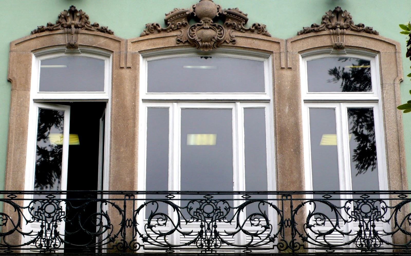 #7E634D  vidro duplo encaixe de alunínio pintado sem graça originalidade 62 Janelas De Vidro Duplo Porto Alegre