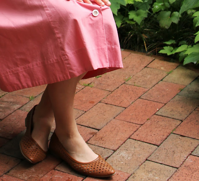 Pink Day Dress and Cut Out Shoe Detail for Day Look #flats #shoes #vintage