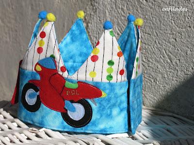 corona d'aniversari moto personalitzada feta a mà Pol - Enfilades.cat