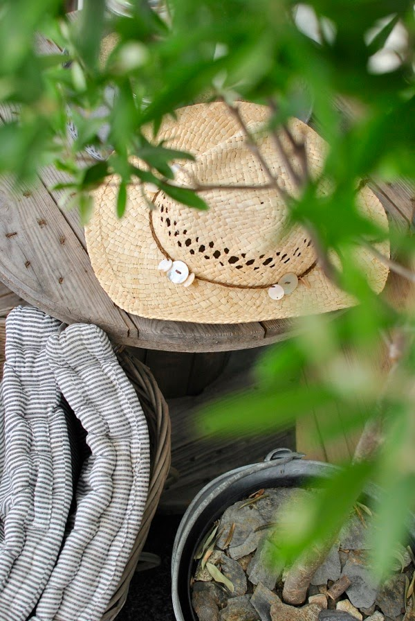 Hannas stråhatt kabeltrumma olivträd stolsdyna