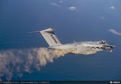 A400M generando la nube de ceniza