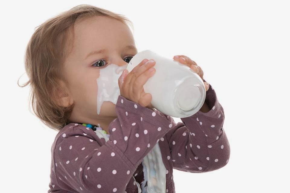 Στα παιδιά μας δίνουμε ΦΡΕΣΚΟ γάλα  που παράγεται από τους Έλληνες κτηνοτρόφους