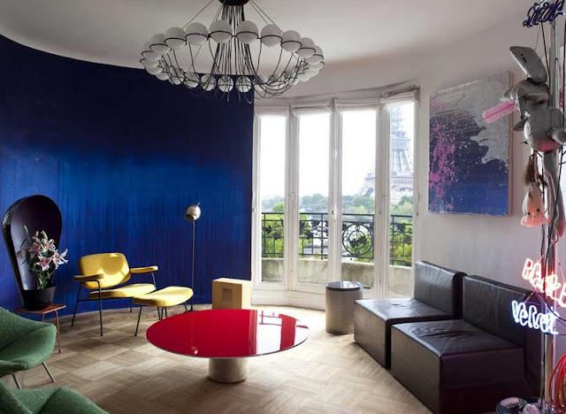 Designklassiker der Bouroullec Brüder, Marc Newson, Robin Day, Gino Sarfatti, Tobias Rehberger und Pierre Paulin in Design-Farbe
