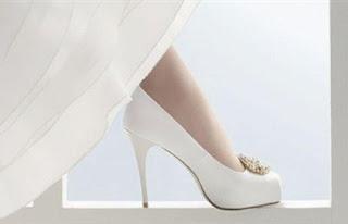 هل ترتدى المرأة الطويلة الكعب العالي في حفل زفافها  - حذاء كعب عالى احذية ابيض بيضاء الزفاف