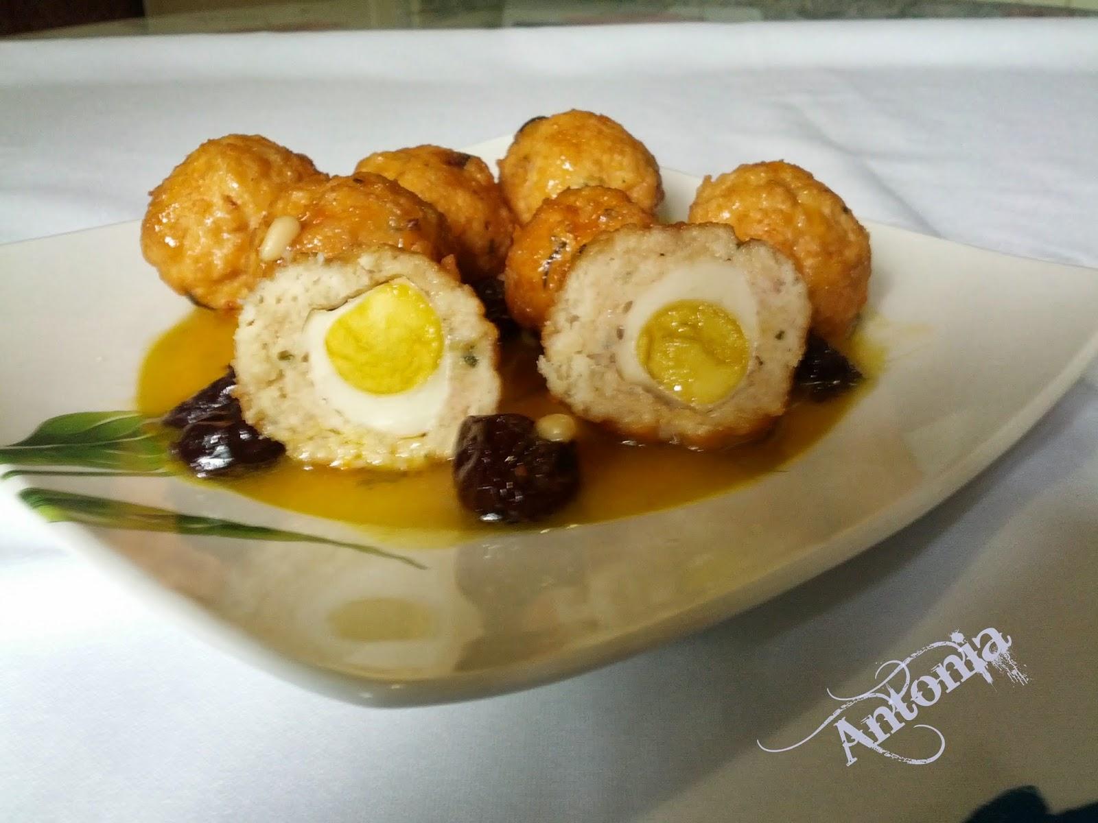 Albóndigas En Salsa De Coñac Y Huevos De Codorniz