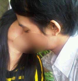ciuman mesra Juwita Bahar