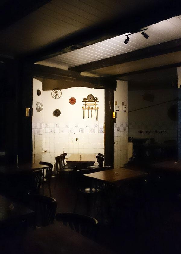 Gastraum hinten in der Feinbäckerei in Schöneberg - Hauptstadtpuppi