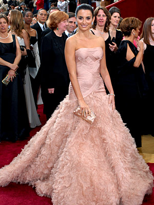 penelope cruz oscar dress 2007. Penelope Cruz at the Oscars, 2007 in a glamourous