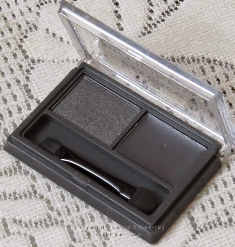 Essence Smokey Eyes Set 04 Show off Review, Pictures and Swatch, Indian Makeup and beauty blog, Best affordable eyeshadow available in India, Makeup and beauty blog, Eyeshadow duos, Smokey eye set, Affordable european beands makeup review, Indian beauty blog, Indian makeup blog, Essence makeup review, Essence cosmetics in India, Where to buy essence makeup