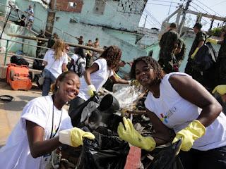 As Agentes Comunitárias de Saúde Taiana Pereira e Janaína Marques se divertem mas trabalham duro!