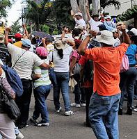 Gente protestando
