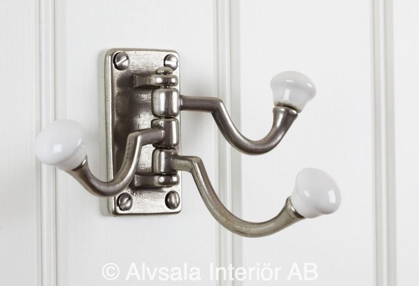 http://www.alvsalen.se/tredelad-svangkrok-i-metall-med-vita-knoppar