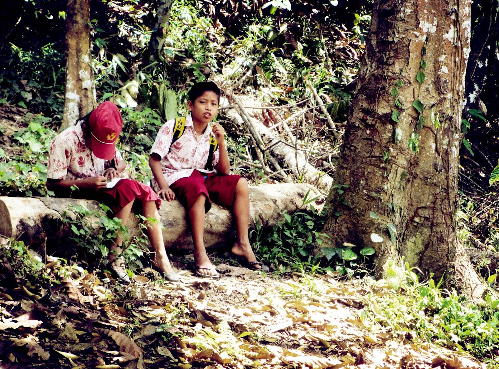Tukang Mlaku Anak Dusun