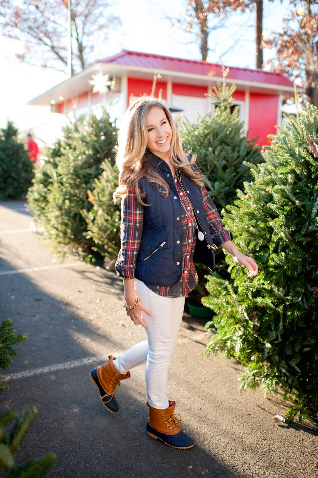 how-to-style-puffer-vest-and-plaid-for-winter