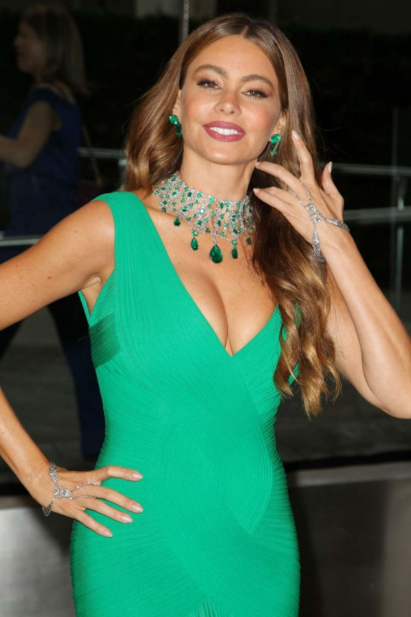 sof a vergara hot in green dress   hd group sex