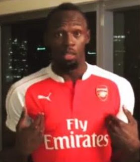 Man United fan Usain Bolt wear Arsenal shirt after losing bet to Mexican tv presenter