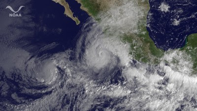 Hurrikan JOVA aktuell mit HQ-Satellitenfoto und erstem Video (Manzanillo), Video, Colima, Manzanillo, Puerto Vallarta, Nayarit, Jalisco, Hurrikanfotos, Satellitenbild Satellitenbilder, aktuell, Oktober, Mexiko, Pazifik, 2011, Hurrikansaison 2011,