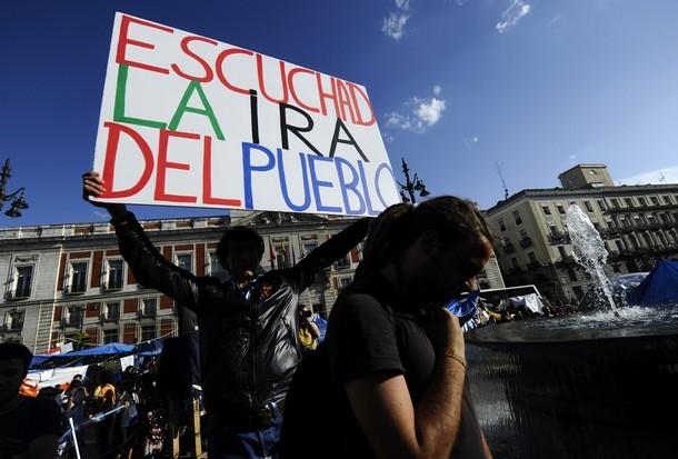 Espanha - 15-M: LA NUEVA UTOPÍA TIEN LOS PIES EN EL SUELO