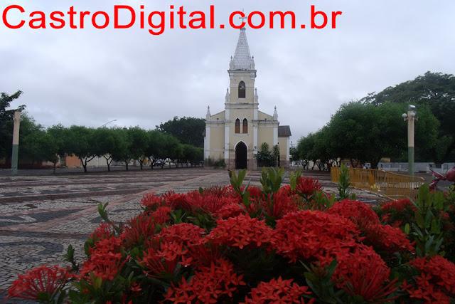 IMAGEM - Praça e igreja de Santa Terezinha