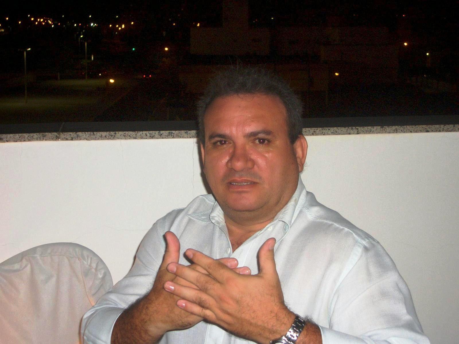 HERBERT OLIVEIRA MOTA - Advogado por profissão, Músico por predileção e Blogueiro por opção.
