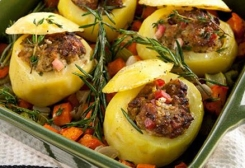 طريقة عمل صنية البطاطس والكوسا باللحمة المفرومة