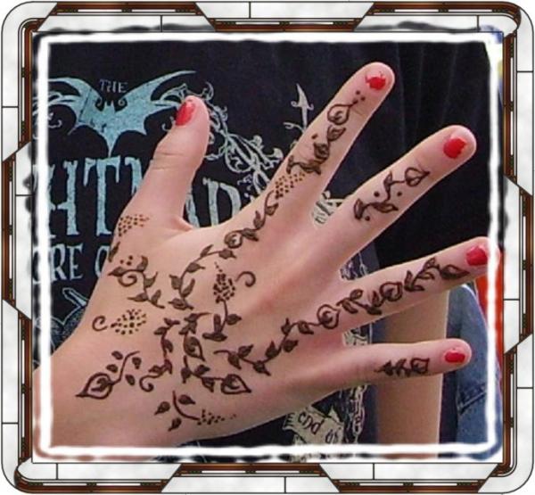 http://2.bp.blogspot.com/-VyxO4LkI-iw/Tprr8fn8JrI/AAAAAAAAEjo/ZrGxpTNpwFw/s1600/henna+hand+design+henna+tattoos.jpg