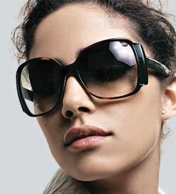 eda99585bcc42 Rosto redondo  Para quebrar um pouco das curvas, o ideal é optar por um  óculos com armações mais quadradas ou retangulares. Dessa forma as linhas  retas dão ...