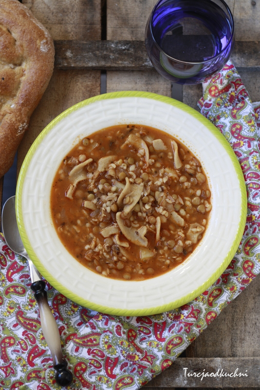Zupa z zielonej soczewicy z bazylią i makaronem